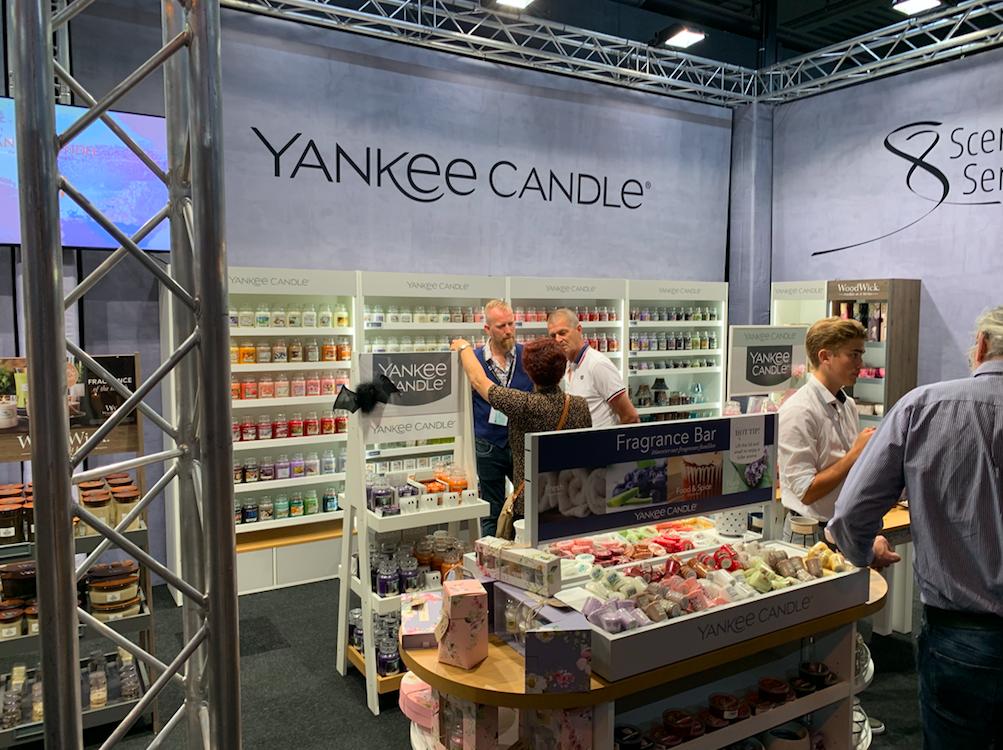 Ellis Sterrenburg distribueert o.a Yankee Candle. Er waren veel leveranciers van geurconcepten, een belangrijke omzetmaker van woonwinkels, bloemisten en concept stores,  present.